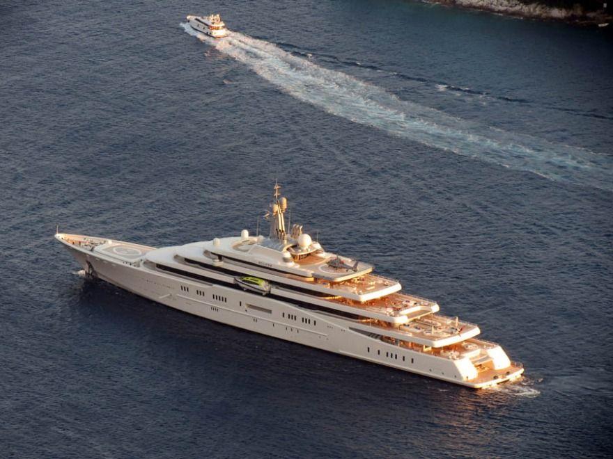 Eclipse Yacht In Dubrovnik Roman Abramovich Visited Dubrovnik With His New Yacht Eclipse Yacht Boat Boat Super Yachts