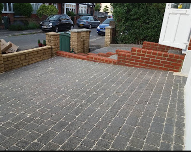 Sr Services Building And Landscaping Solutions Are Provide Artificial Lawns In Loughton More Info Visit Them In 2020 Artificial Lawn Patio Lawn