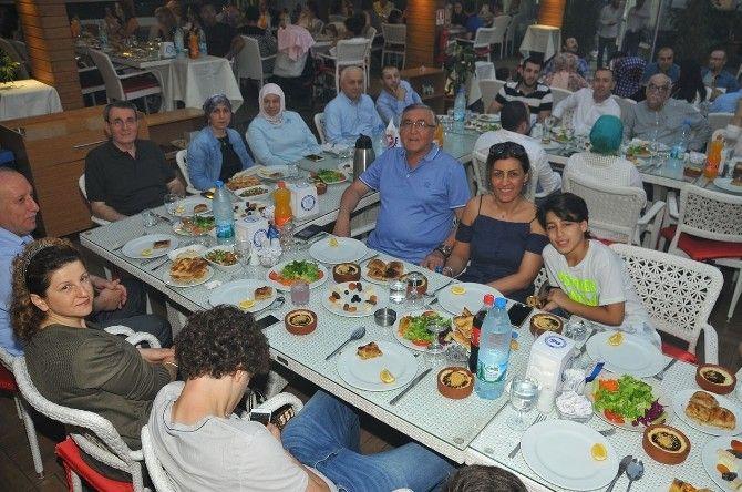 #Samsun TSO İftarda Buluştu: Samsun Ticaret ve Sanayi Odası(TSO) Yönetimi ve personeli düzenlenen iftar yemeği organizasyonunda bir araya…