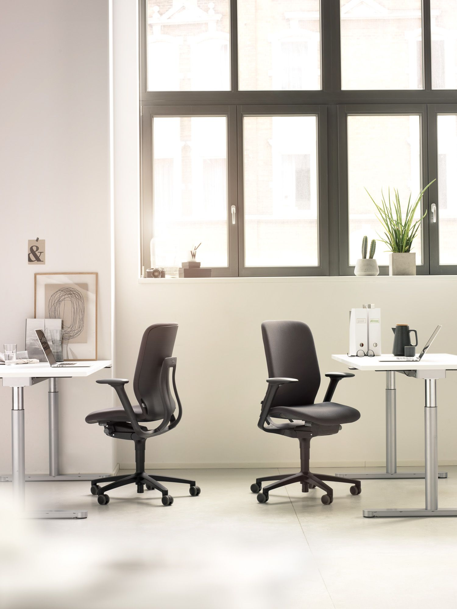 There S A Wide Range Of Models For Any Areas Requiring Office Chairs As Well As Covers From The Wilkhahn Fabric And L Chair Plastic Chair Design Chair Design