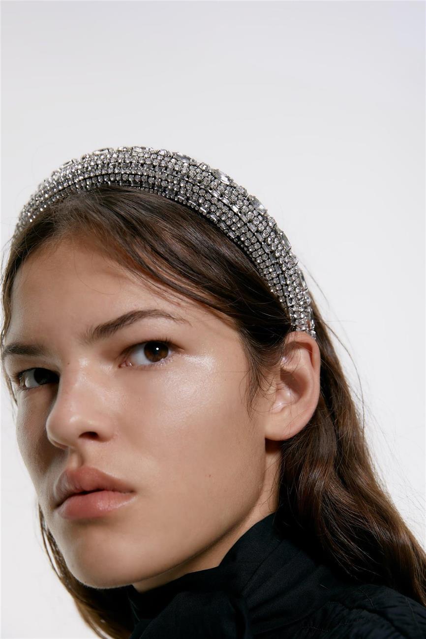 Zara Sabe Cuál Va A Ser El Accesorio Para El Pelo Más De Moda Y Puedes Llevarlo Ya Mismo Accesorios Para El Pelo Diademas De Moda Accesorios Para El Cabello