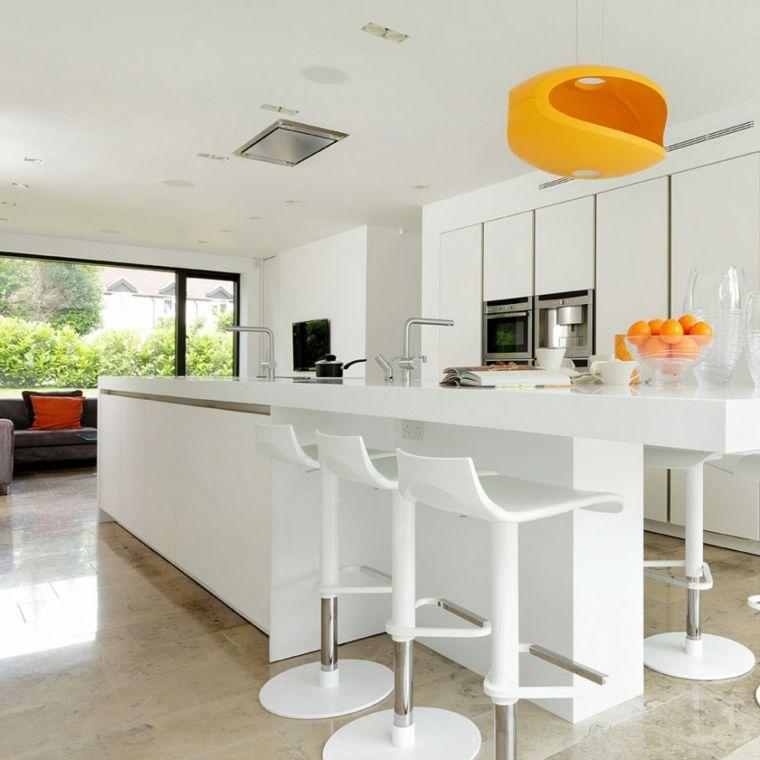 Idea cucina open space, mobili di colore bianco e lucidi ...