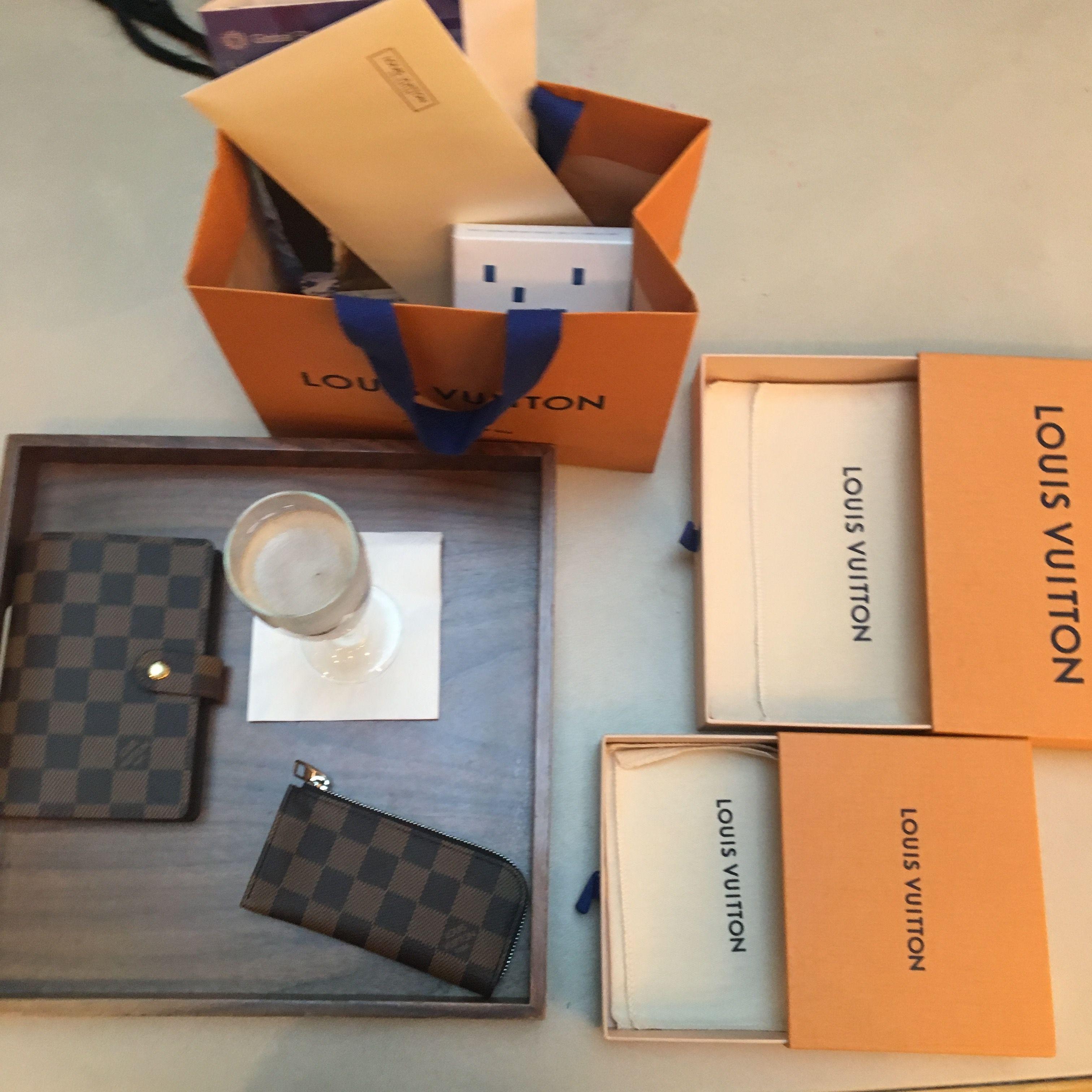 Louis Vuitton agenda pm and pochette clés served with Champagne et 101 Av. Champs-Élysée in Paris; the Louis Vuitton flagship factory 🥂 #louisvuitton #agendapm #louisvuittonparis #pochettecles