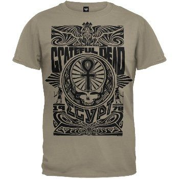 The Grateful Deads classic Stealie logo is matched with an ancient Egyptian Ankh in a richly detailed graphic on this tan, 100% cotton t-shirt. Honoring their legendary 1972 concerts at the Great Pyramid in Giza, this is a must-have for serious Dead Heads and rock aficionados alike.