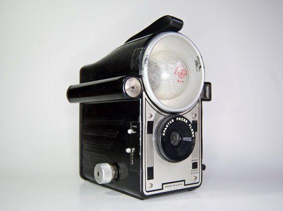 Spartus Press Flash - 120 camera and flashbulb