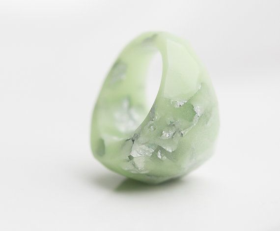 Pastel minimalistes en résine bague Lucite vert par daimblond