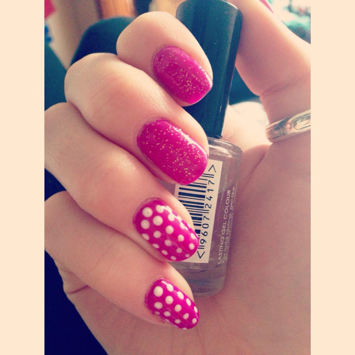 Nail art; pink,  polka dots, sparkles, summer