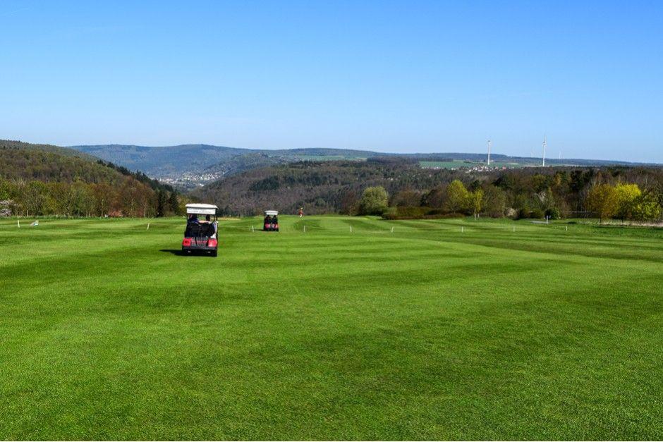Golfclub Erftal auf den Höhen des Odenwalds  ... #golfclub #erftal #odenwald #golfspielen #twogolf