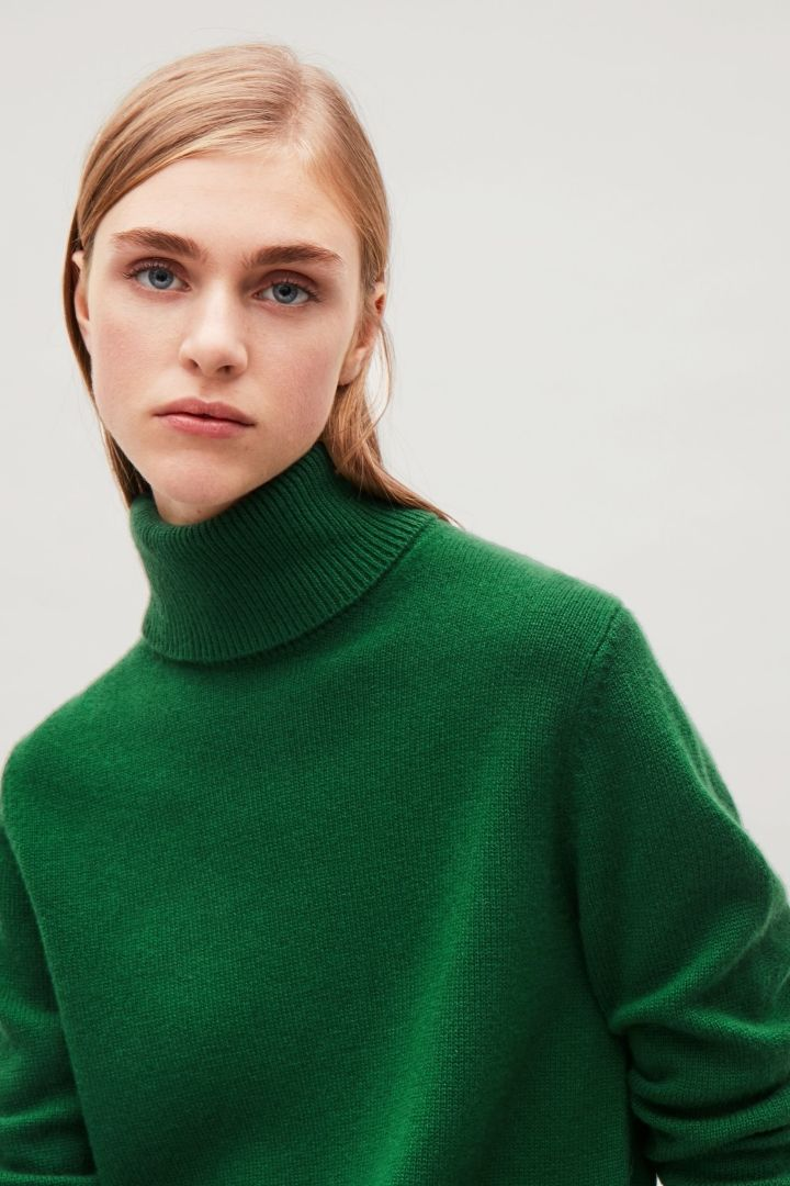 0a9706f3f7fb COS High-neck cashmere jumper in Green