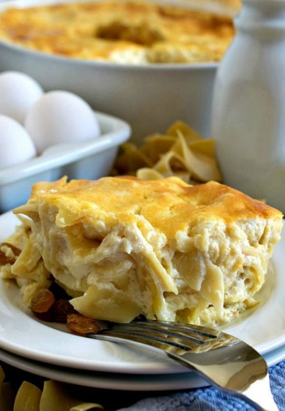 Noodle Kugel Traditional Shabbat Dish With Egg Noodles Cottage Cheese Sour Cream Pineapple Cornflakes And Cinnamon Jewish Recipes Recipes Best Food Ever