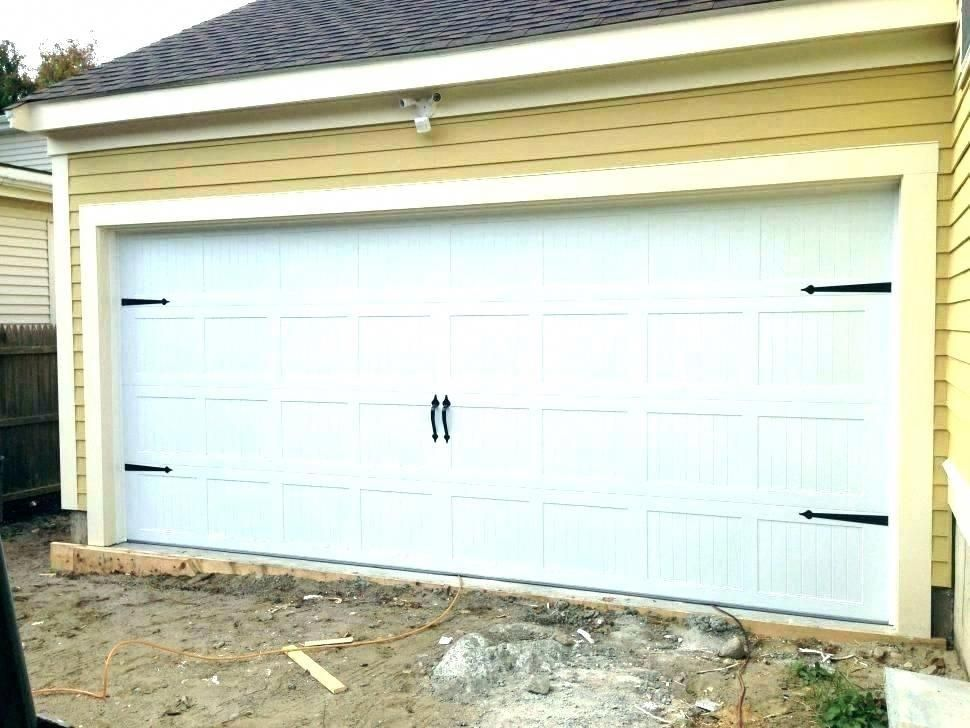 Go To Our Content For Much More With Regard To This Awesome Garage Door Makeover Garagedoormakeover In 2020