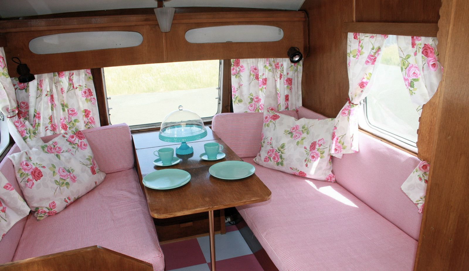 vintage shabby chic cheltenham sable 2 berth caravan pink vintage caravans pinterest. Black Bedroom Furniture Sets. Home Design Ideas