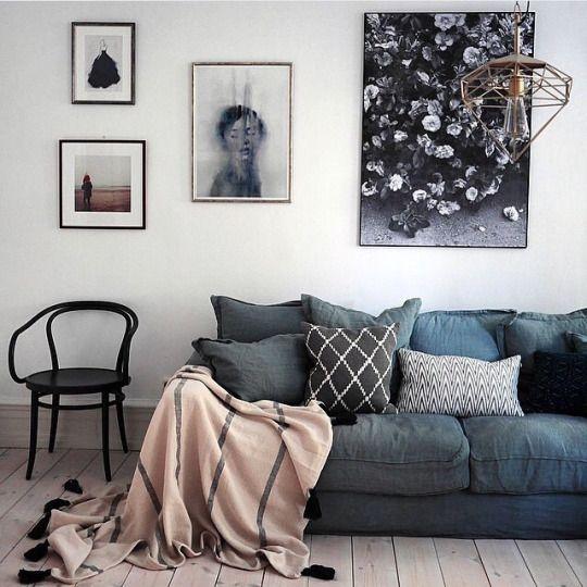 Oh my, I love the sofa!