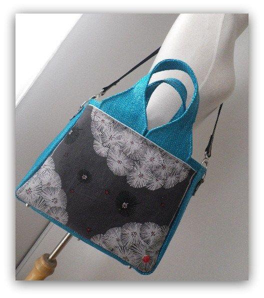 Sac Foxtrot cousu par l'Atelier d'Au dans un coupon de tissu japonais et raphia turquoise - Patron couture Sacôtin