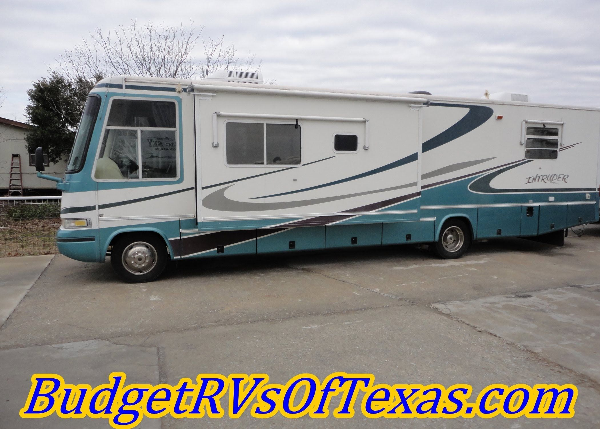 Budget Friendly Reconditioned 35ft 2001 Class A  Intruder by Damon Sleeps 4 This great budget friendly class A motor home is just perfect for your long road trips! With sleeping for up to 4 the whole family will enjoy all the fun too! See more at BudgetRVsOfTexas.com