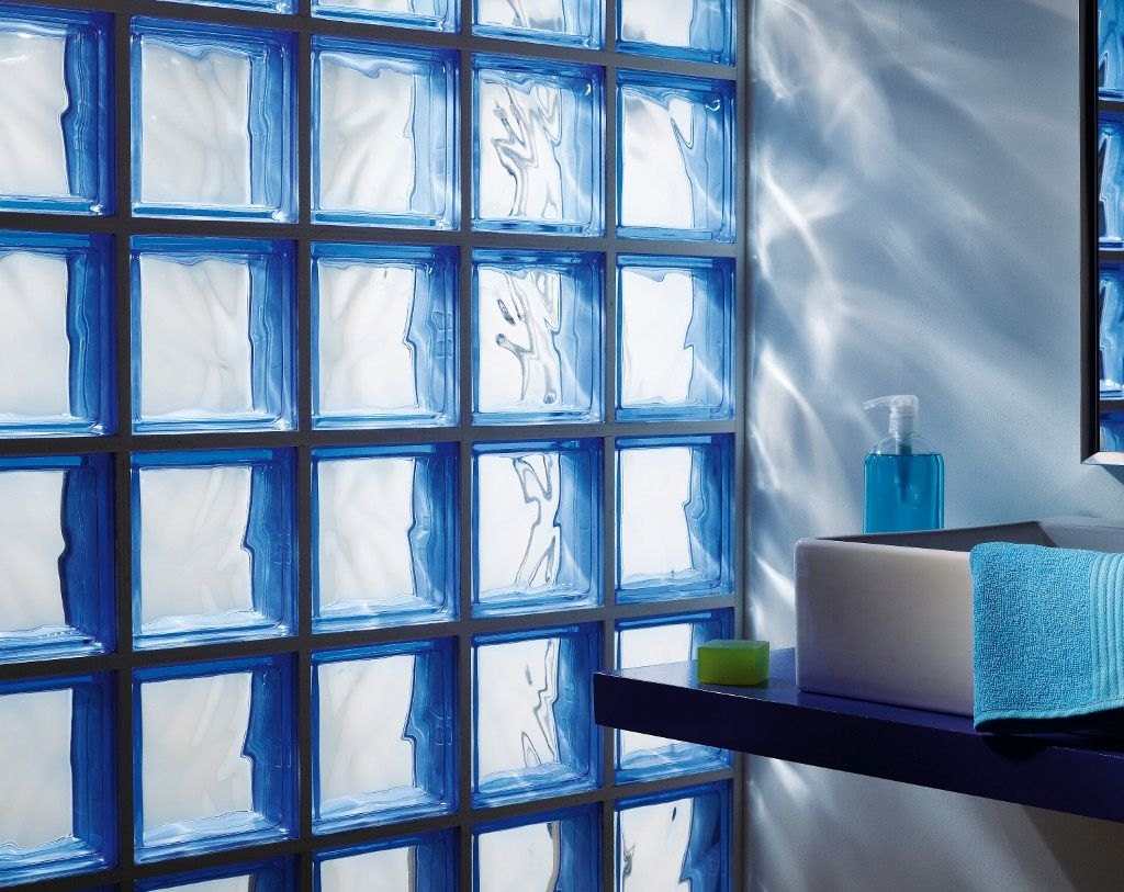 Salle de bains craquez pour les briques de verre for Carrelage verre leroy merlin