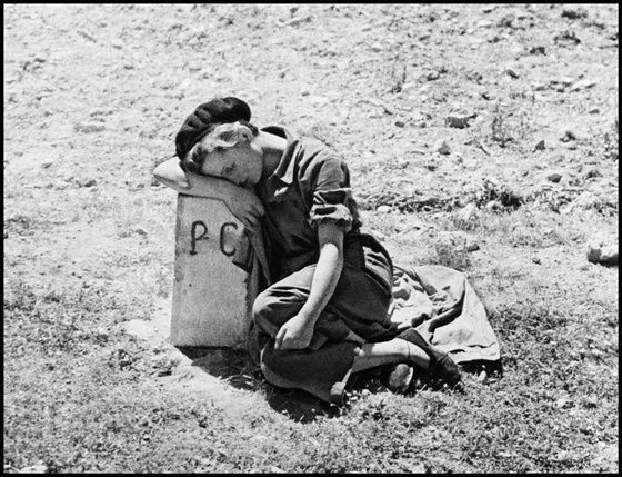 Gerda Taro en Espagne en 1936.