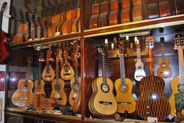 Felix Manzanero antique guitar collection