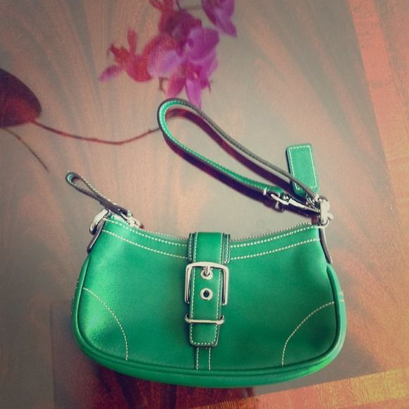 Coach green clutch bag like new Can use as a clutch wristlet and shoulder purs#colorful #photooftheday #cute #picoftheday #beautiful #pretty #friends #cool #portrait #skirt #dress #styleseat #fashiondaily #fashionbags #fashionpria