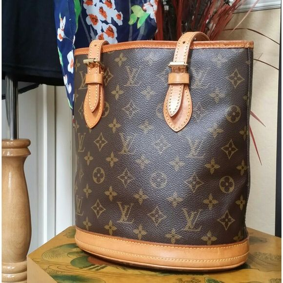 f58dc60ac9c7 Shop Women s Louis Vuitton size PM Bags at a discounted price at Poshmark.  Description