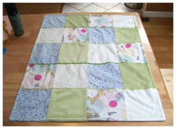 This patchwork baby quilt is super simple to make and sooo cute ... : how to make baby quilt - Adamdwight.com