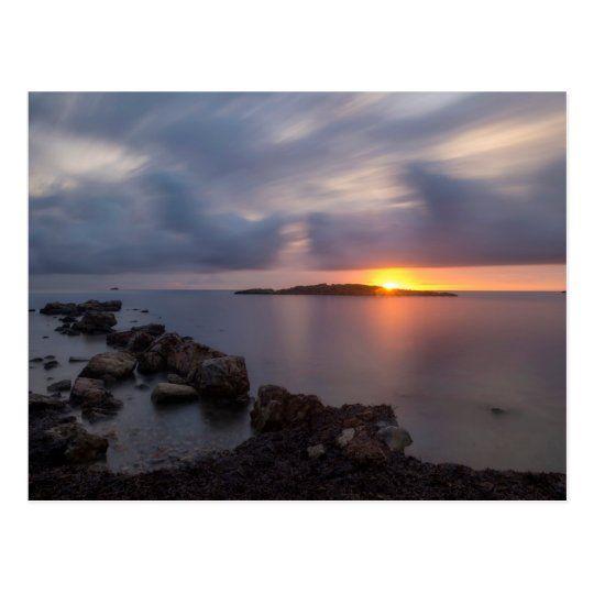 Postal de un tranquilo amanecer en Sa Sal Rossa, Ibiza