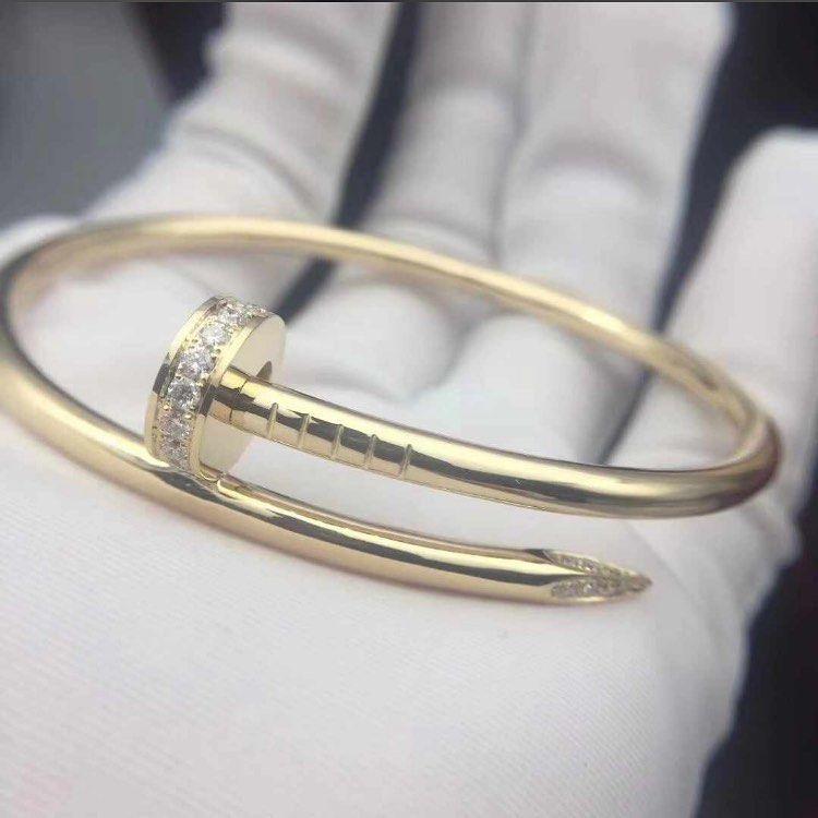 تألقي ب ذهب عيار ١٨ بأرخص الأسعار Bulgari Bracelets Dior Cartier Fashion كارتير بولقري Jewelry Jewels Jewel Fashion Ge Bangles Jewelry Bracelets