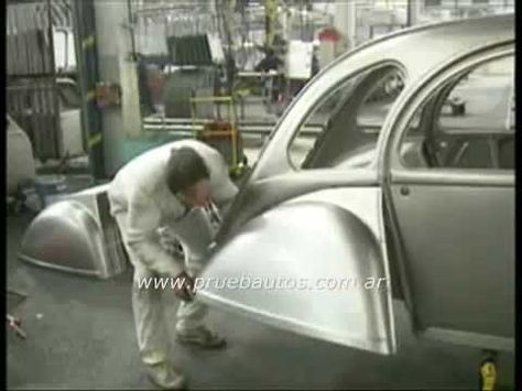 ▶ Comment on fabriquait une 2cv en 1990 - YouTube