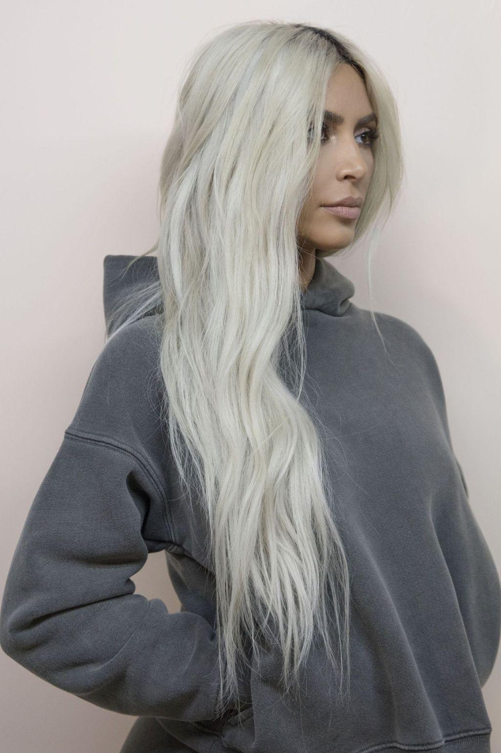 Kim Kardashian With Platinum Hair Kim Kardashian Hair Kim Kardashian Blonde Kardashian Hair