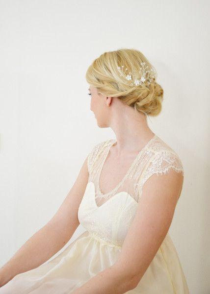 """Floraler Braut-Haarkamm """"Cherry Twigs"""" von Seven Heavens Design auf DaWanda.com"""