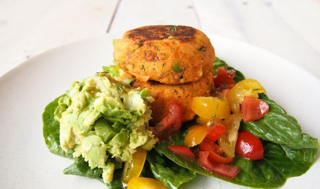 Paleo salmon cakes are ridiculously delicious, healthy and easy peasy to make! This recipe will become a regular week day dinner menu item!