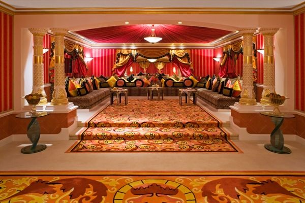 The Royal Suite Burj Al Arab Dubai Cost 22 900 A Night Not Only Is This über Ont It S Also Feast For Eyes With Gem Tones Of Gold