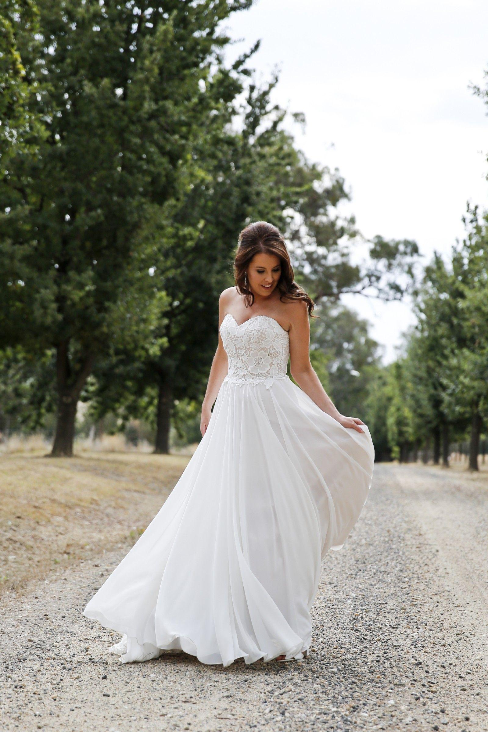 Previously owned wedding dresses  Wendy Sullivan Estelle Size  Wedding Dress  Slim waist Wedding
