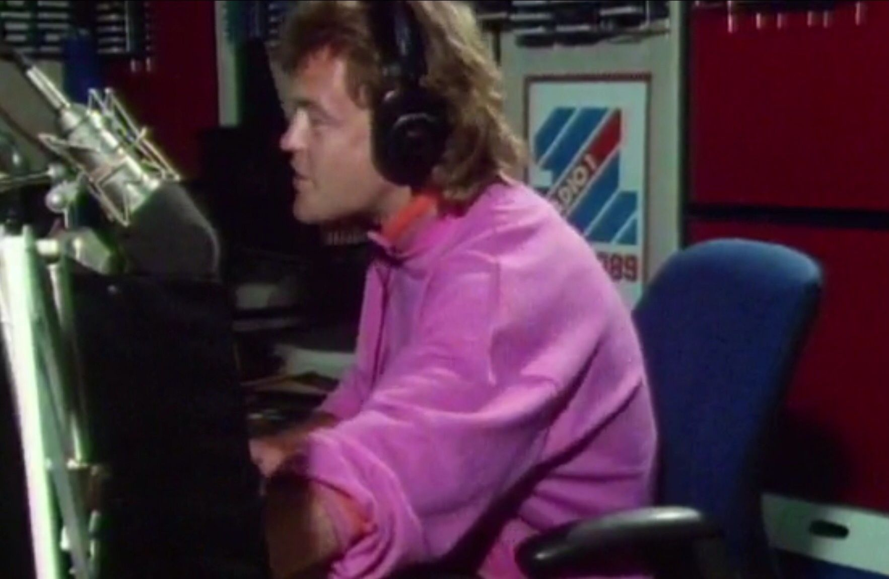 Bruno Brookes presenting The UK Top 40 from Egton House (1987)
