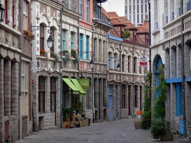 Lille Calle De Adoquines En El Viejo Lille Casco Antiguo Flanqueada Por Casas France Voyage Com Voyage En France Lille Dunkerque