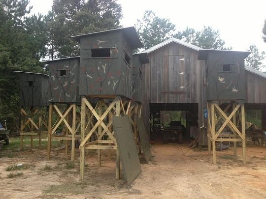Deer hunting shooting houses hunting stuff pinterest for Building deer blind windows