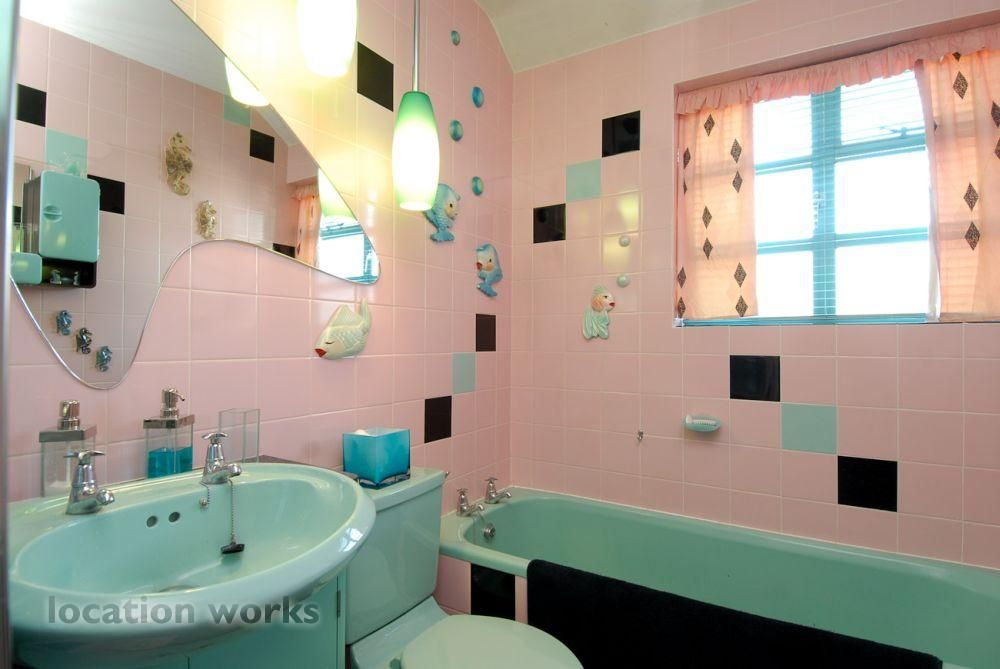 Fabulous pre war london bungalow with atomic themed for Turquoise and pink bathroom