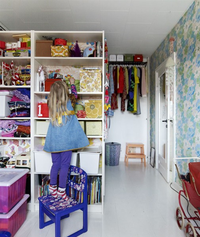 enjoyable design superman shelf. Spaces Floral Wallpaper and Billy Bookcases Create a Pretty Solution in