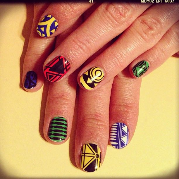 I wish my nails didn't chip so easy so the time necessary to do this would be worth it! :/