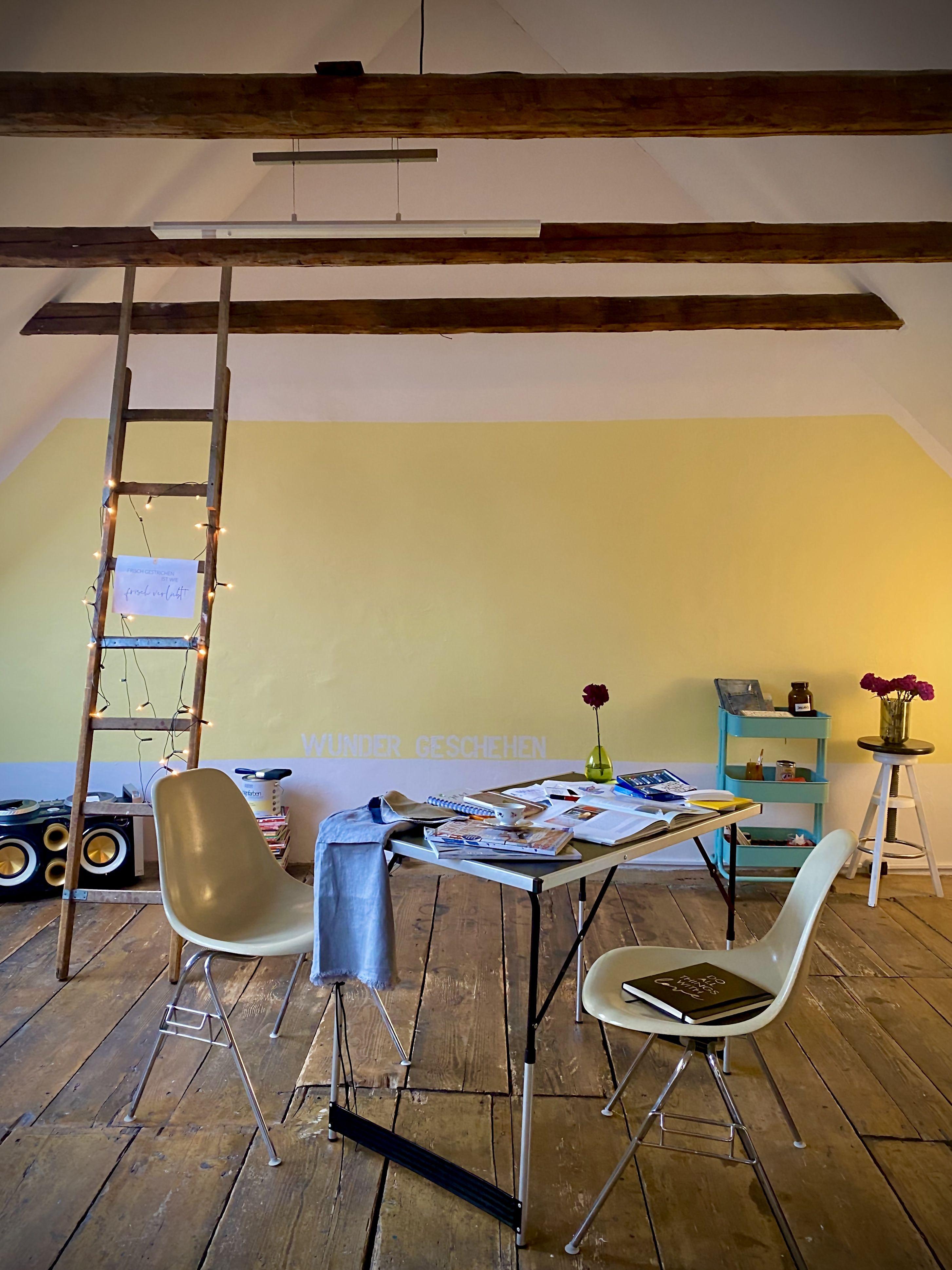Heiter Bis Glucklich Wandfarbe Mit Sonnenscheineffekt Schoner Wohnen Farbe Schoner Wohnen Camping Tisch