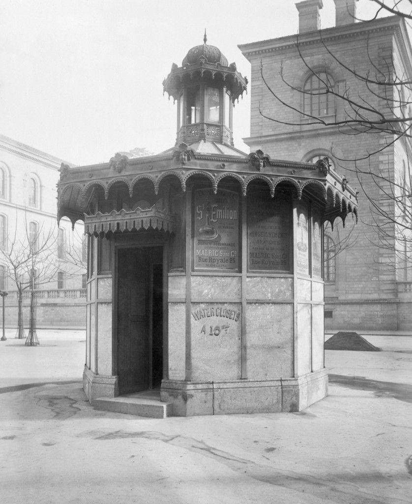 photos vintage noir et blanc paris insolite urinoirs publics toilettes publiques chalet de. Black Bedroom Furniture Sets. Home Design Ideas