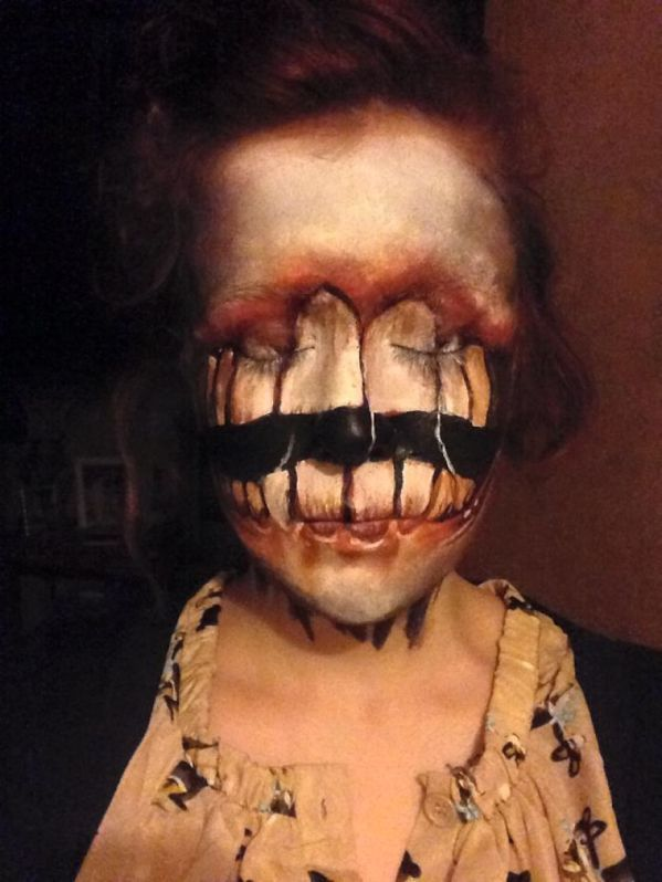 This Woman\u0027s Makeup is the Stuff of Nightmares Why would she want to - halloween face paint ideas scary