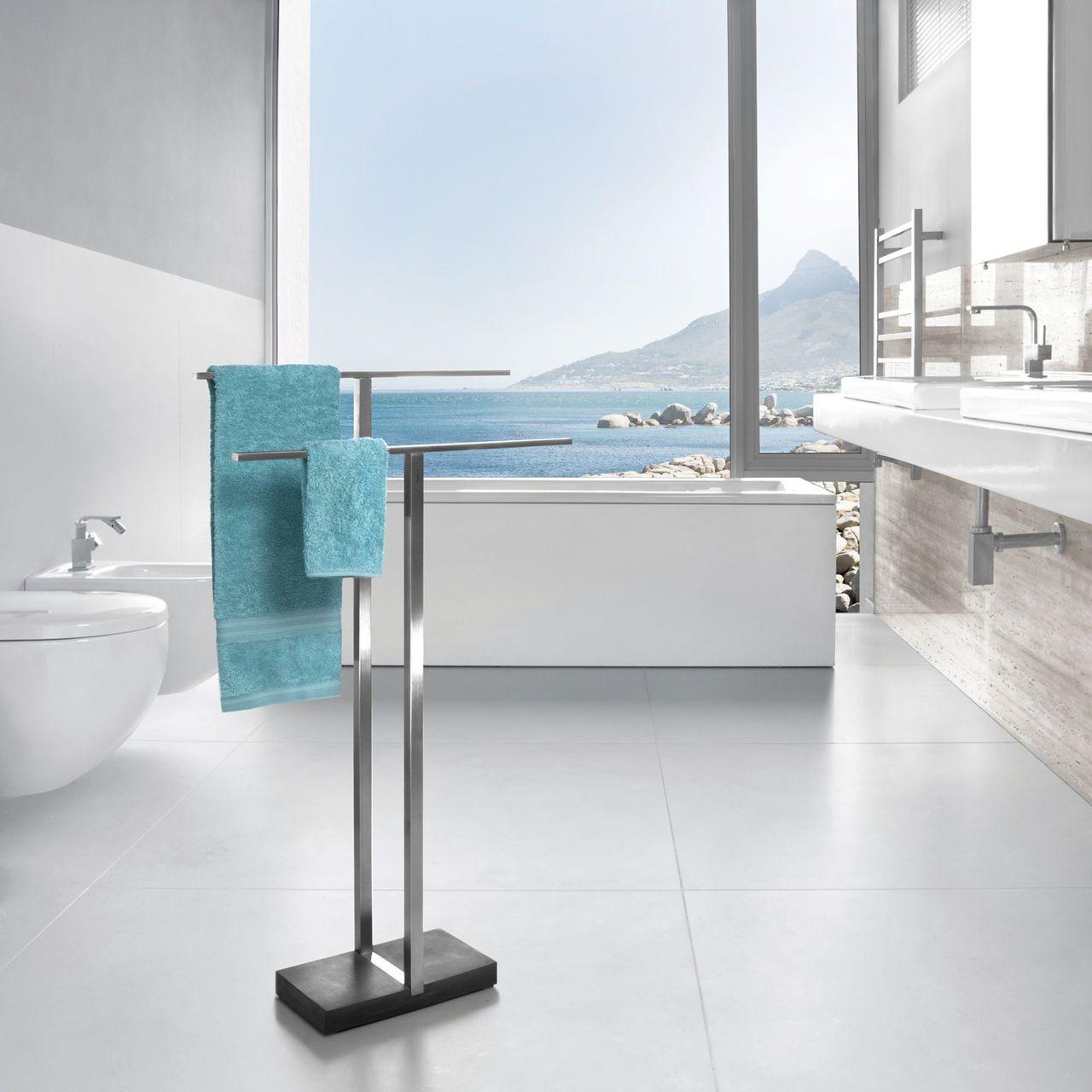 Der Neue Star Im Bad Design Handtuchhalter Von Blomus Handtuchregal Freistehender Handtuchhalter Und Handtuchhalter Bad