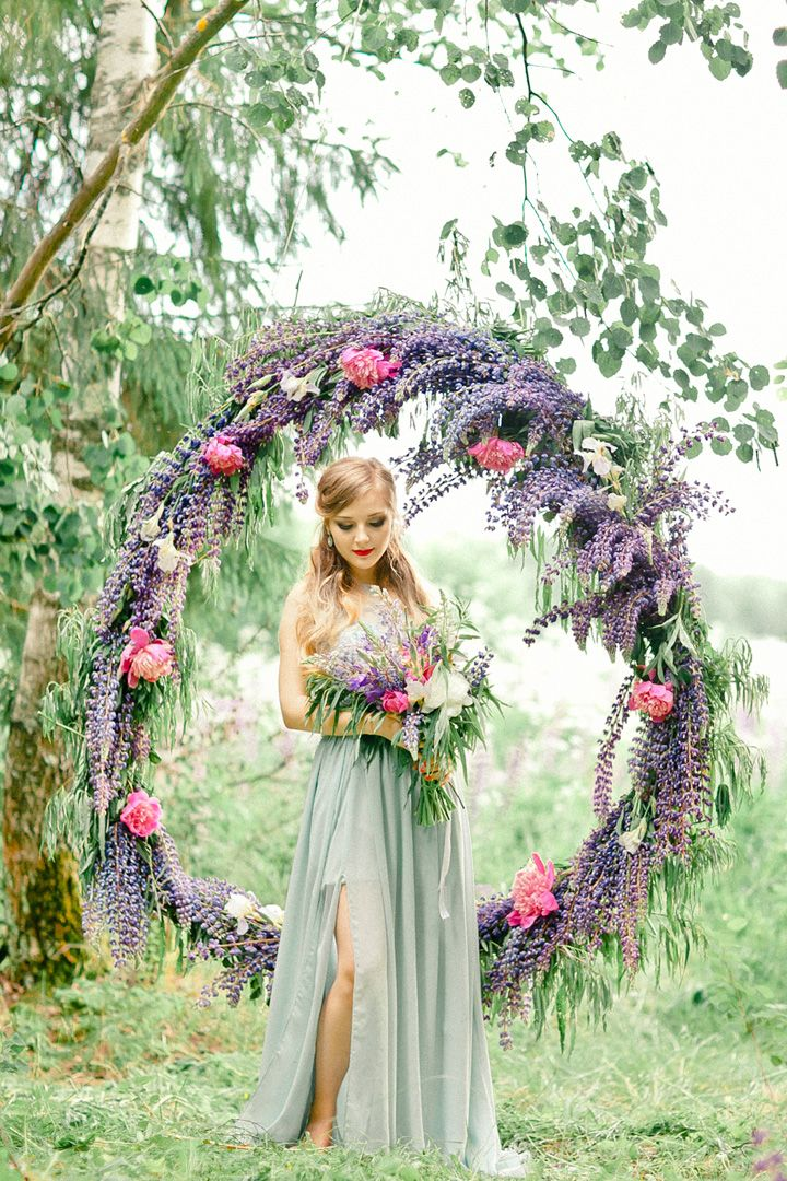 Bluebell Indigo Violet for A Wedding Anniversary Filled with Greenery Giant Wreath | fabmood.com #giantwreath #weddingwreath #bluebell #indigowedding #outdoorwedding #weddinginspiration