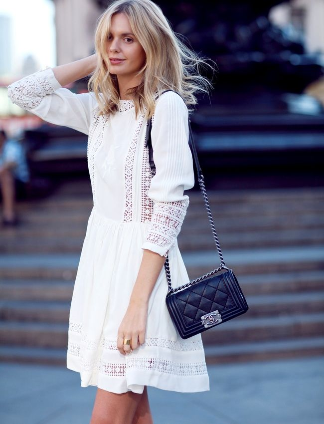 210903731f59 Robe dentelle blanche + petit sac noir urbain