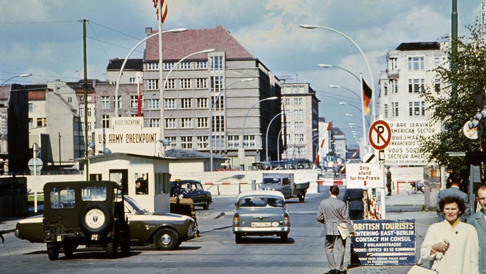 Breaking News U S World Weather Entertainment Video News Cnn Com Checkpoint Charlie Berlin Wall West Berlin