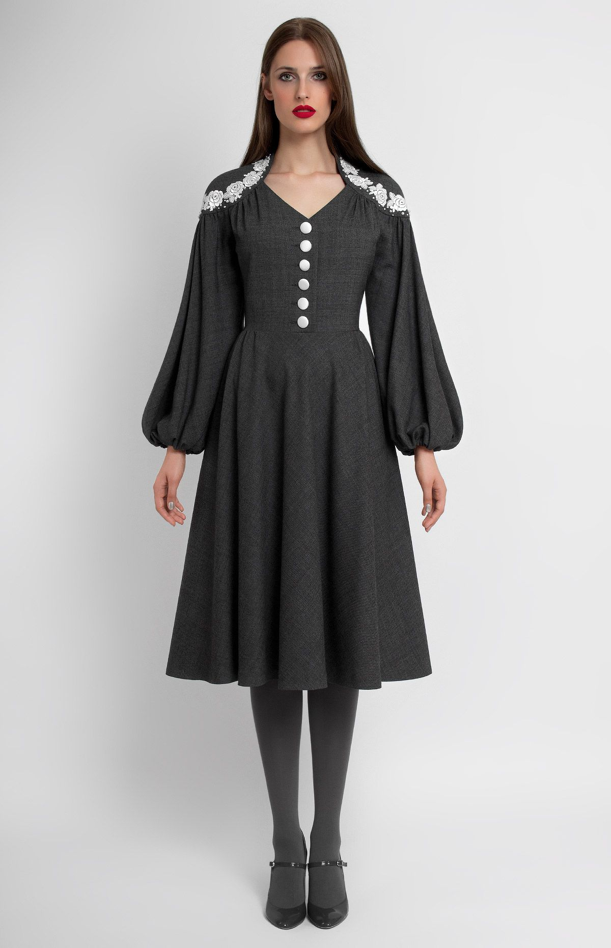 Slimfit true wool dress with bellshaped sleeves lace and bead