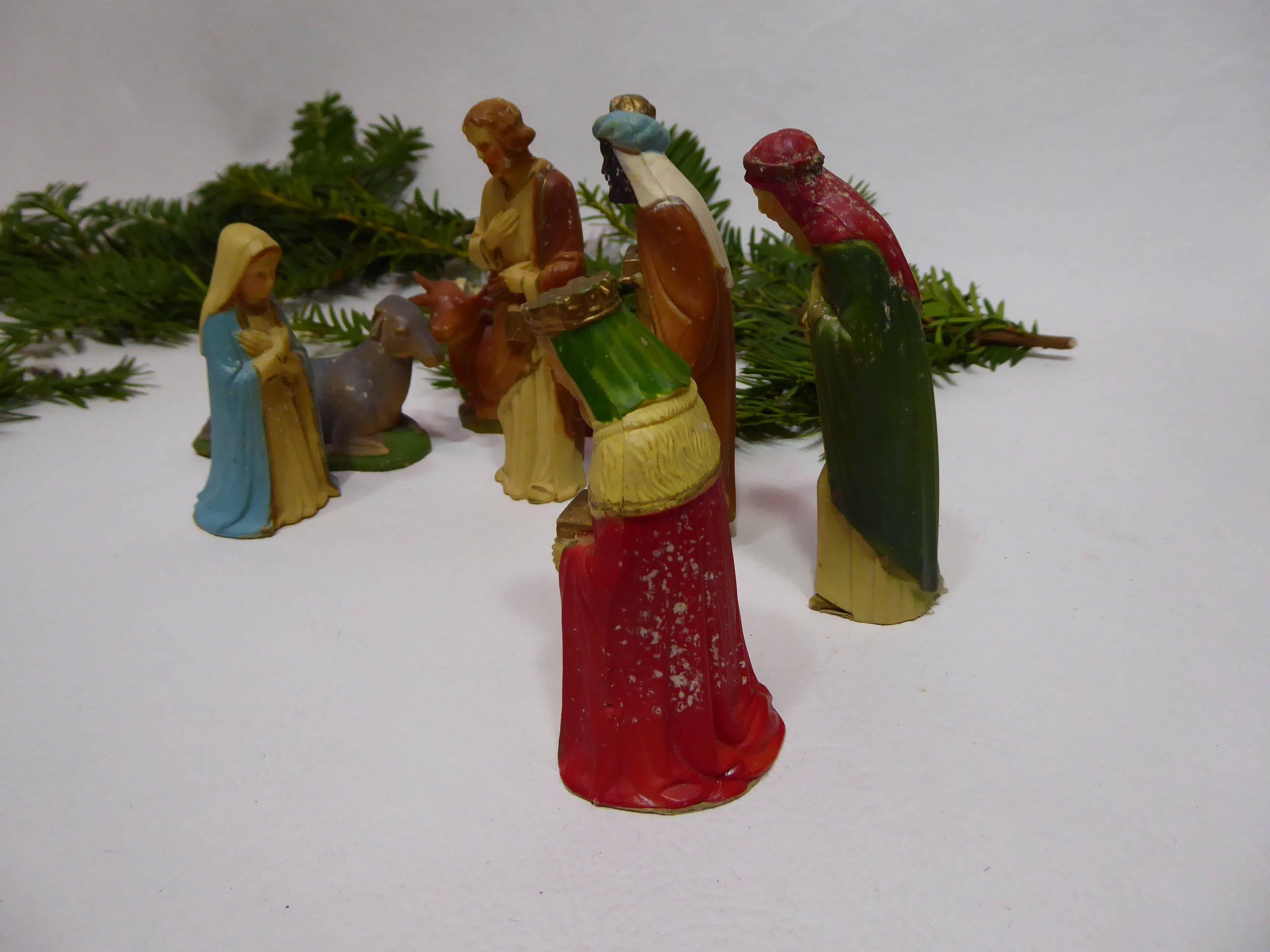 Figurines plastique crêche de Noël. Marie. Saint Joseph. Rois