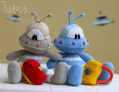 22 the Knitted Alien - (flat and round version) - in ...