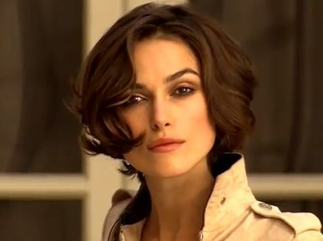 photos keira knightley sublime motarde pour coco mademoiselle hairstyles pinterest. Black Bedroom Furniture Sets. Home Design Ideas